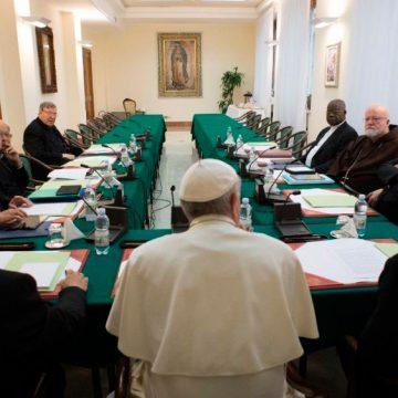 El Papa preside la reunión del Consejo de Cardenales
