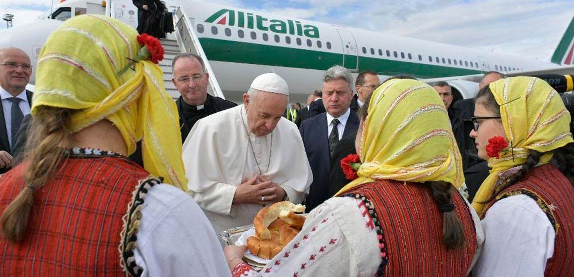 El Papa llega a Macedonia del Norte, tierra de Madre Teresa