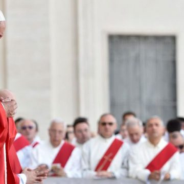 El Papa: Pentecostés, ver y escuchar el grito de la ciudad, su esclavitud terminó