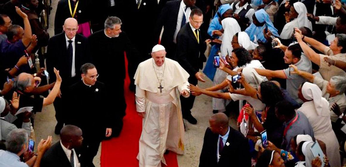 El Papa dice a consagrados: renueven el sí al llamado de Dios pese al cansancio.