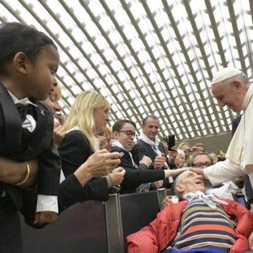 El Papa: Una sociedad que no da esperanza al sufrimiento ha perdido su humanidad