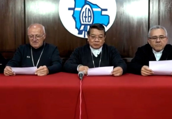 Los obispos: «hacemos un urgente llamado a deponer actitudes de violencia».