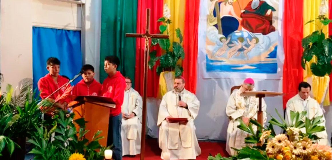 """¡Hemos venido para decirles que los queremos!, dijo el Arzobispo a los niños y Jóvenes del """"Hogar Don Bosco"""""""