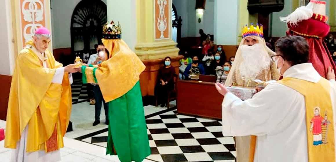"""Arzobispo: """"Como los sabios magos, sigamos la estrella, la luz que nos lleva a la felicidad, al Niño pobre de Belén, nuestro Salvador"""""""